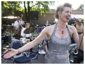 Zuidwolde Big Band Zangeres Cathy Brouwer